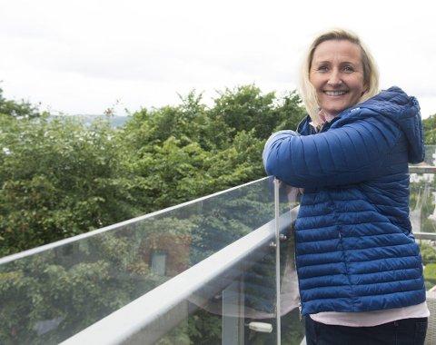 Katharine Gude Aspvik (bildet) leverer helsepersonell til kommunen gjennom sin bedrift Smart Bemanning.