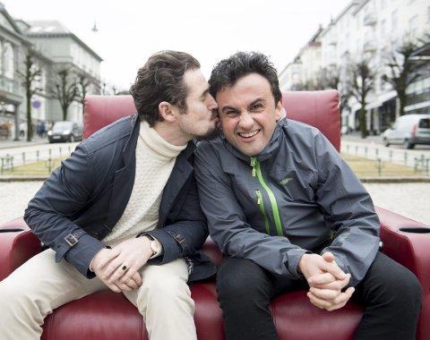 Eirik del Barco Soleglad og Tormod Løvold har vært kompiser på scenen i 20 år. Begge har nå fast jobb på DNS, og har ingen planer om å flytte på seg.