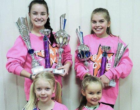 Fornøyd gjeng: Fire glade jenter kom etter konkurransene i England. Bak fra venstre: Ea Victoria Nygård Tefre (17) og Celine Isabella Hagen (12). Foran fra venstre: Desire Catinka Michelsen (9) og Gina Cassandra Elgurén (7).alle foto: privat