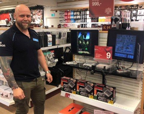 Nostalgi: Super Nintendo har fått sin renessanse og er en av de store suksessene på Claes Ohlson i desember, forteller Martin Lystad.