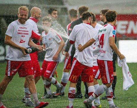 Henrik Kjelsrud Johansen og FFK-spillerne jublet for opprykket i 2020. I Obosligaen øker også lønnskostnadene betydelig.