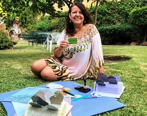 Heidi Thorsen jobber kunstnerisk med papir selv når hun egentlig skal slappe av i Sør-Spania.