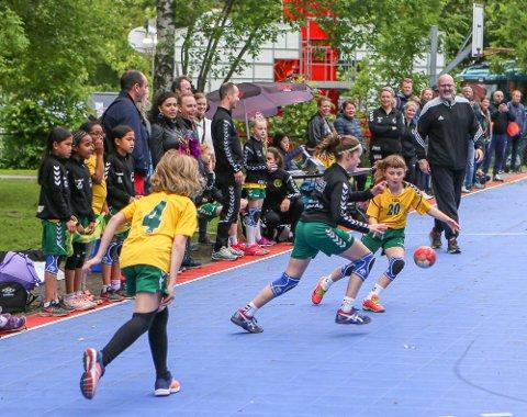 Flere ungdomslag fåri helgen endelig spille håndballkamper igjen.