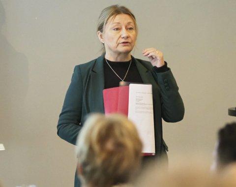 Har penger: Statssekretær Anne Karin Olli i Kommunal og moderniseringsdepartementet (KMD) gjorde det klart at departementet kan legge penger på bordet, bare nye Narvik finner ut hvordan man ser for seg å løse forholdene rundt samiske språkbrukeres rettigheter.  Foto: Terje Næsje