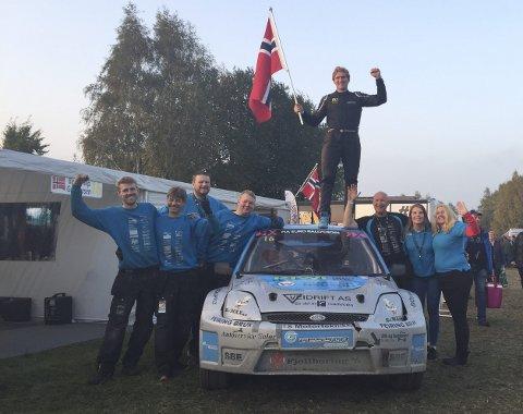 GULL:  Ben-Philip Gundersen og resten av teamet kunne feire da Åsnes-mannen kjørte inn til gull i europamesterskapet i rallycross.