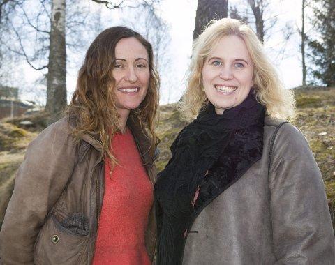 PROSJEKTLEDER: Margunn Vikingstad (t.v.) gleder seg til oppdraget med å være prosjektleder for Hans Børli-jubileet.  Målet er å få Børli ut til hele landet i løpet av jubileumsåret, men det blir også flere markeringer lokalt, lover hun. Her sammen med Eidskog-ordfører Kamilla Thue. FOTO: PER HÅKON PETTERSEN