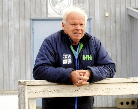 GOD NYHET: Harald Moen, leder i Lillehammer IF gleder seg over nyheten om at det skal bli nytt dekke på Stampesletta. Arbeidene starter i midten av august. Foto: Hans Bjørner Doseth