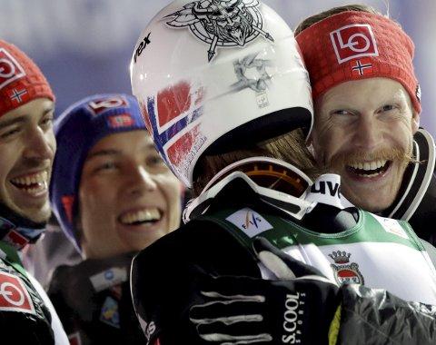 Laggullet fra VM i skiflyging er så langt Robert Johanssons største opplevelse som hopper. Her sammen med Andreas Stjernen (t.v.) Johann André Forfang og Daniel Andre Tande.