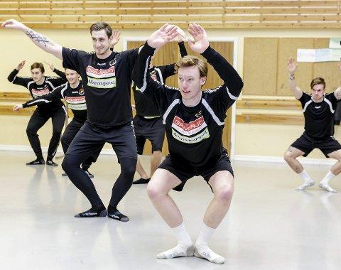 SATSET ALT: HTH-spillerne Rex Blom og Gabriel Setterblom i aksjon på ballettøkta. Sistnevnte imponerte stort på lagkameratene.