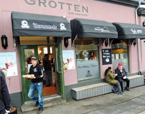 ÅPEN IGJEN: Nå kan haldenserne igjen nyte klassisk kjøttpudding på Grotten ved Torget.