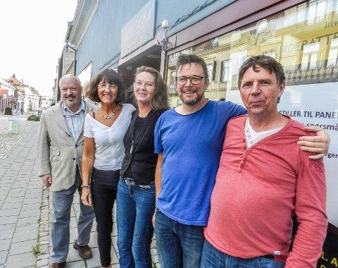 INVITERER TIL MØTE: Fra venstre: Emil Stang Lund, Grete Ludvigsen, Synnøve H. Sørland, Johnny Nilsen og Jan-Tore Harlyng.