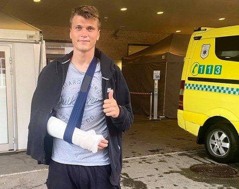 SKAL OPERERES: Markus Kaasa venter fortsatt på operasjon etter det stygge armbruddet på Halden stadion søndag.
