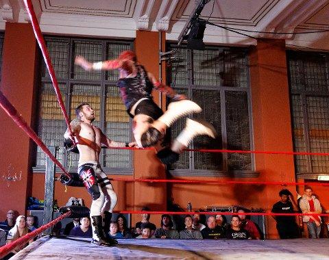 TILBAKE: Det blir mer wrestling i Hamar kulturhus.