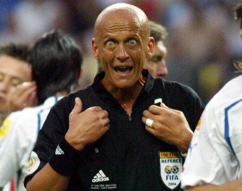 POPULÆR DOMMER: Pierluigi Collina under EM-semifinalen mellom Hellas og Tsjekkia i Portugal 2004.