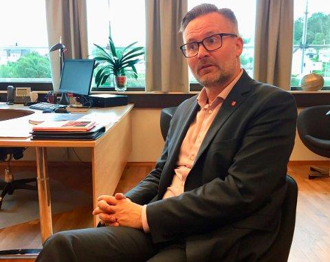 FORTSETTER PLANARBEIDET: Ordfører i Karmøy, Jarle Nilsen, forteller at planarbeidet for den nye omkjøringsveien Fv. 47 - Åkra sør - Veakrossen fortsetter. Dermed går planen snart ut på høring.