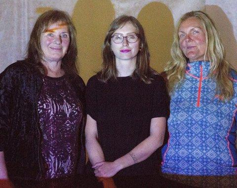 LEVDE SEG INN: Festivalkunstner Tine Surel Lange flankert av Sissel Håvland (t.v.)  og May Lindis Onarheim. Begge to levde seg uten problemer inn i lydverden Lange presenterte.