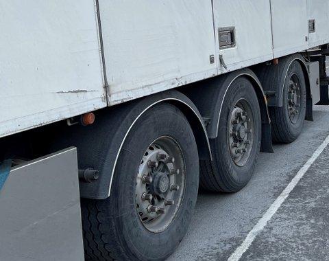 FLERE BRUKSFORBUD: Seks av de tolv kontrollerte kjøretøyene ble ilagt bruksforbud under en kontroll på E6 i Åsen torsdag.