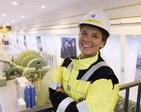 SLUTTER ETTER TRE ÅR: Anneli Nesteng ble fabrikksjef på Hydro i Holmestrand 1. mars 2017. Nå slutter hun for å bli regionaldirektør for vannkraft i Sør-Norge for Statkraft. – Jeg er blitt 41 år nå, og slike jobber som den jeg nå har fått i Statkraft, kommer ikke ofte.