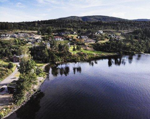 ØKTE BESKYTTELSESTILTAK: Mattilsynet vil ha bedre beskyttelse av drikkevannkilden Eikeren. Dronefoto: Ulrikke Granbakken Narvesen
