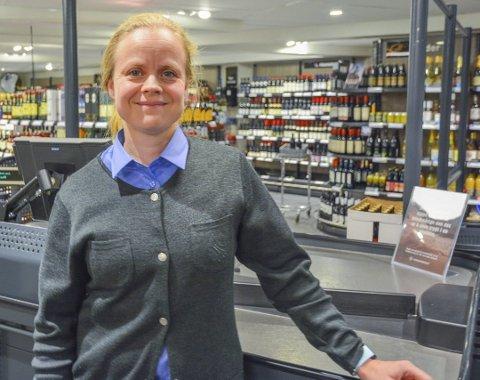 DRIVER TO: Maria Kildahl driver vinmonopolutsalgene i både Risør og Gjerstad. Nå søkes polarealet og lagerarealet til Eurospar utvidet, i en søknad til Gjerstad kommune.