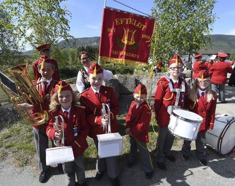 ASPIRANTER: Her er de seks aspirantene i Efteløt musikkorps, som kanskje vil være med på å sørge for at korpset i bygda fortsatt holdes i gang. I år feirer Efteløt musikkorps 50 år.ALLE FOTO: OLE  JOHN HOSTVEDT