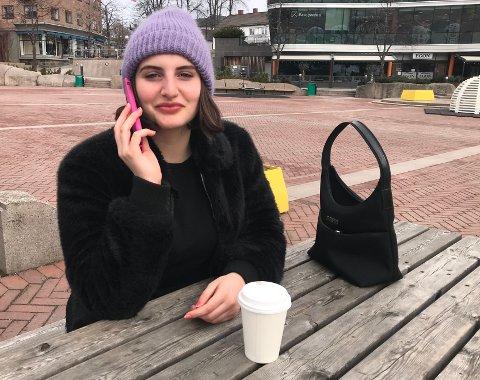 Kontakt: Ginevra Pentoli holder kontakt med familie og venner i Italia. - Det var kult å fortelle at jeg går på samme skole som tre av dem som spilte i Skam, forteller hun.