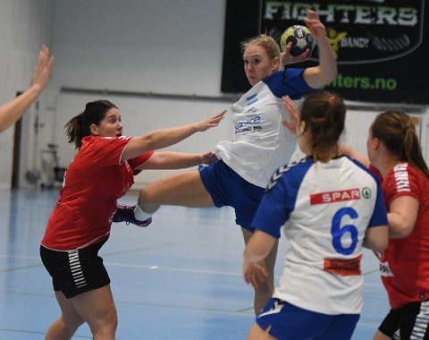 DEBUTANT: Nora Asbjørnsen spilte sin første kamp i Nordstrand-trøya, og var bra med sine fire scoringer på åtte skudd.