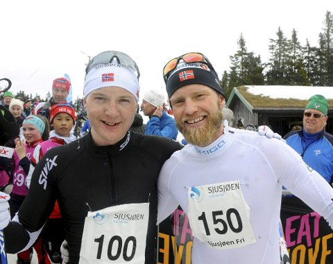 TIL SJUSJØEN: Monsterbakken Opp venter for blant andre Martin Johnsrud Sundby når han ferierer i hytta på Sjusjøen i påsken. Her sammen med Simen Sveen.