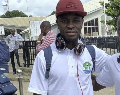 TIL ELVERUM: Ishmael Koroma (t.v.) fra Sierra Leone blir en viktig brikke i Elverum Fotballs defensive rekker denne sesongen. Han kommer fra Sverige, der han har spilt over 160 kamper på nivå to og tre. Han står også bokført med landskamper for hjemlandet.
