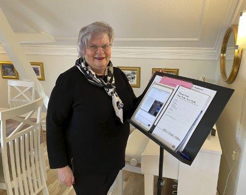ØVER HJEMME: Ragnhild Klingberg (72) er leder for koret Canto Ammonia. Mandager øver hun sammen med dirigenten og over 40 andre korister hjemme i stua over Zoom. – De digitale øvelsene har betydd alt, sier Klingberg.