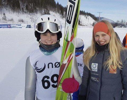 SEIER: Emma Thomassen og Anie Isaksen kunne smile bredt etter helgas hopping i Alvdal. Foto: Privat