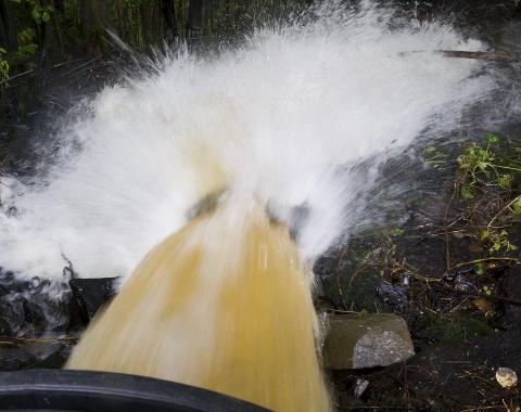 Det kan bli stor vannføring i bekker i distriktet. Risikoen for jord- og flomskred er økende med stor snøsmelting.