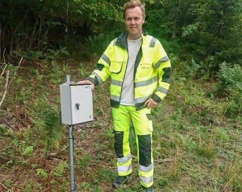 VANNMÅLING: Vemund Køber var en av dem som var med på å sette ut vannmålere og grunnvannsmålere rundt traséen for Ringeriksbanen og E16.