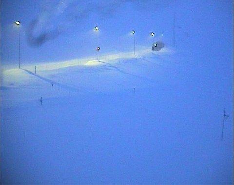 E134 over Haukelifjell er stengt på grunn av uvær, flere andre fjelloverganger i Sør-Norge er også stengt.