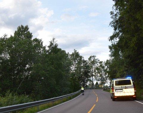 En mc-fører kjørte utfor i svingen nedenfor Kopås i kveld.