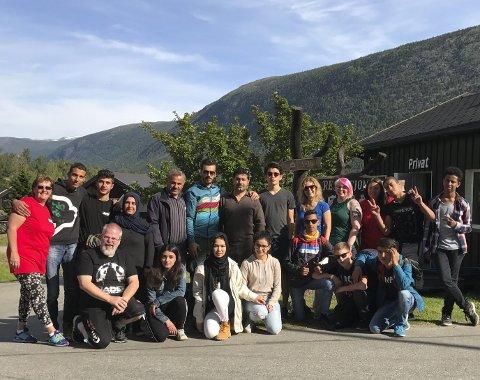 Stor gjeng: 20 av deltagerne på fjellturen var fra Sande. Begge foto: Ellen Dahlin Madsen