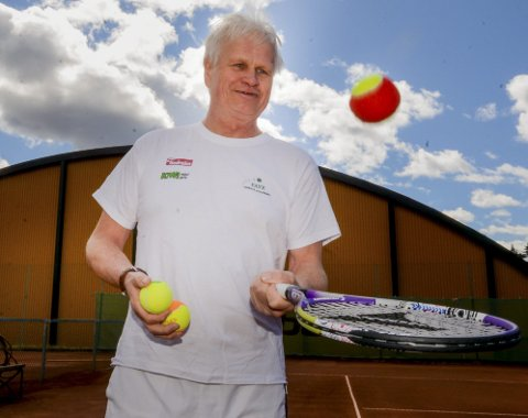 ENGASJERT: Øyvind Morris Faye er ny hovedtrener i Askim Tennisklubb. Den meritterte 63-åringen har store ambisjoner med klubben.
