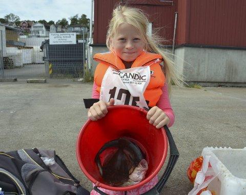 Fornøyd: Emma Trygsland Risvold (7) fikk tre ulike fiskesorter på kroken, og én sjøstjerne. alle foto: lise lotte nyrud