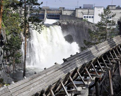 KRAFT: Tinfos as tapte 48 millioner kroner i fjor. Her Tinfossen i en periode med mye vann.