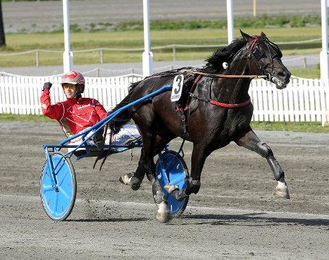 MINNER MESTEREN? Tom Erik Solberg kan vinne Ulf Thoresen Grand International søndag. Her bak Ghazi BR. Foto: Arild Hansen
