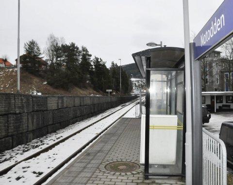 Notodden stasjon: I 2018 kan du forhåpentligvis kjøre elektrisk togmateriell helt ned på kollektivterminalen.