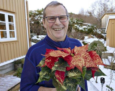 Julestjerne: Roald Sevaldsen bidrar med mye sang, latter og livsglede i lokalmiljøet.
