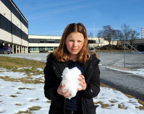 Toppturjenta og miljøaktivisten Ingeborg Grøtting synes det er utrolig trist og skremmende at det blir mindre og mindre snø for hvert år som går.