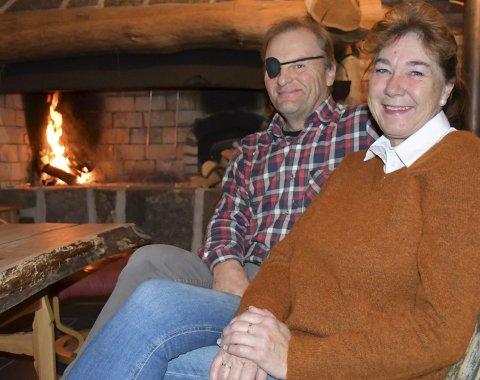 Sentralt: Nils Andrew og Mariann bor mellom Myra og Myre, jobber midt i Myra, og har hytte ved Vegår. De tre barna deres bor også i nærheten, med fem barnabarn til sammen. Nå gleder familien seg til å bruke sin nyinnkjøpte hytte ved fjorden. Foto: Anne Dehli
