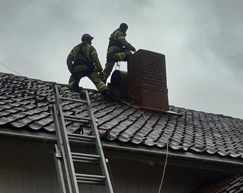 Brannvesenet har kontroll på stedet.
