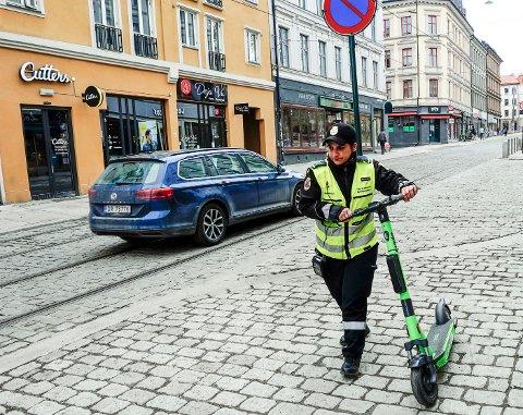 Hver uke meldes det inn hendelser fra bybetjentene i Oslo som oppleves som ubehagelige eller truende. Bildet er fra en sparkesykkelbefaring tidligere i år og er ikke knyttet til avviksmeldingene.