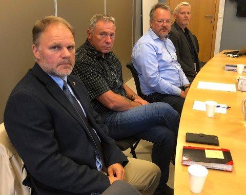 Fra venstre: Kommunalsjef Trond Heimtun, ordfører Jørn Stene, rådmann Geir Mikkelsen og kommunalsjef for oppvekst og kultur Terje Valla. Foto: Michael Jensen Olafsen