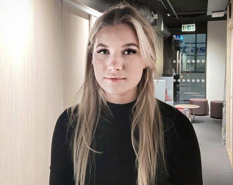 """Aurora Sandberg ventet et år før hun søkte juss-studiet. Det førte til at hun måtte konkurrere med """"korona-kullet"""" som ikke hadde eksamenskarakterer på vitnemålet."""