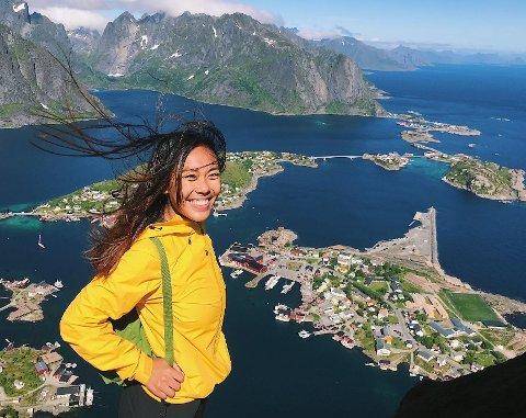 Tatdao Kaeosrila (22) fra Bodø var i Lofoten for første gang i sommer. Nå vil hun starte sushirestaurant på Leknes eller i Svolvær.