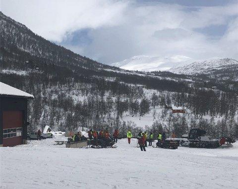 Redningsmannskaper rykket ut etter skred i Myrkdalen lørdag.